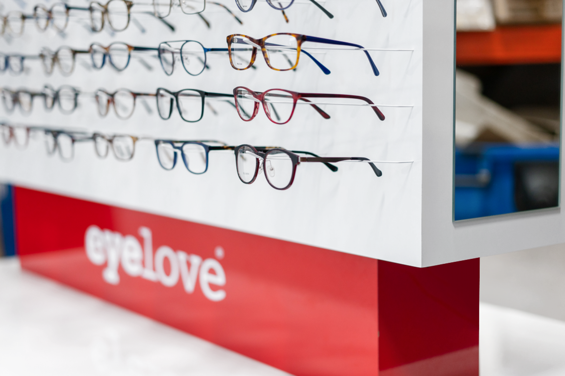 EYE LOVE - Drugstore Shop in Shop
